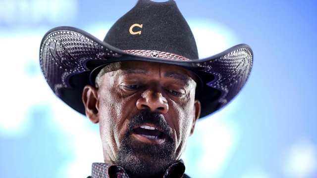 White House eyeing controversial Sheriff Clarke for Homeland Security post   theGrio