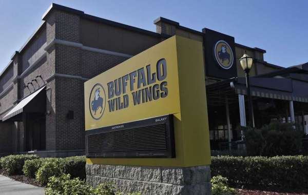 Buffalo Wild Wings Staff Tells Customers To Move Because A Customer Didn't 'want black people sitting near him'
