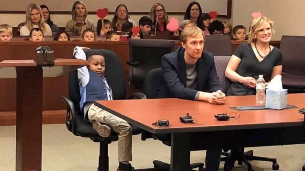 Kindergartner invites entire class to his adoption hearing in Michigan - ABC News